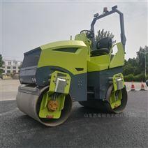 小型座驾式3吨压路机
